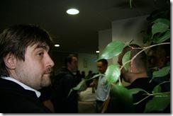 Antonio Eram pare ca trage cu urechea la ce discuta Zoso cu Fusu ( in bloor) Web Club 9 mai 2008 157 (2)
