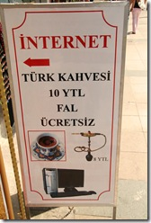 internet cafe in istanbul. pe langa cafea primestgi si narghilea