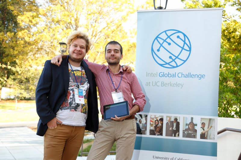 Vlad Alexandru Radu si Victor Popescu la Intel Global Challenge