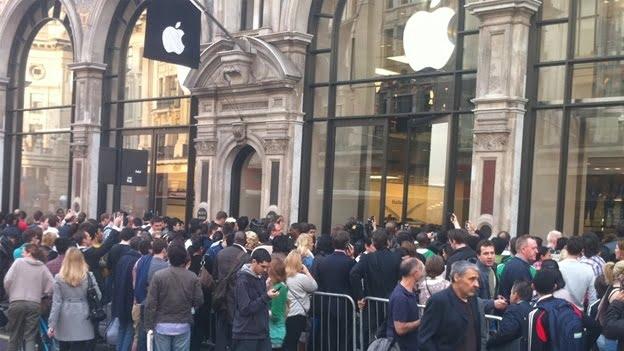 Coadă la magazin Apple din Londra pentru iPhone 6