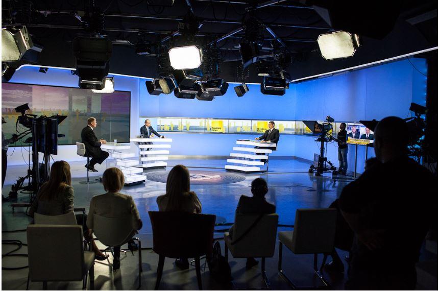 Victor Ponta Klaus Iohhanis Decat o revista