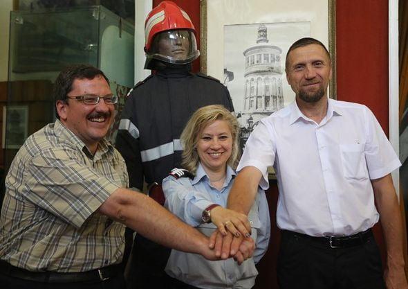 Pascal Praz, col. Contanța Ene, șef coordonare servicii voluntare situații de urgență, și Francisc Giurgiu.