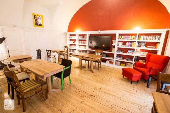 altclub_bibliotecă1