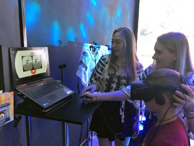 Vizita in rafinaria rompetrol prin realitate virtuala la expo astana 2017
